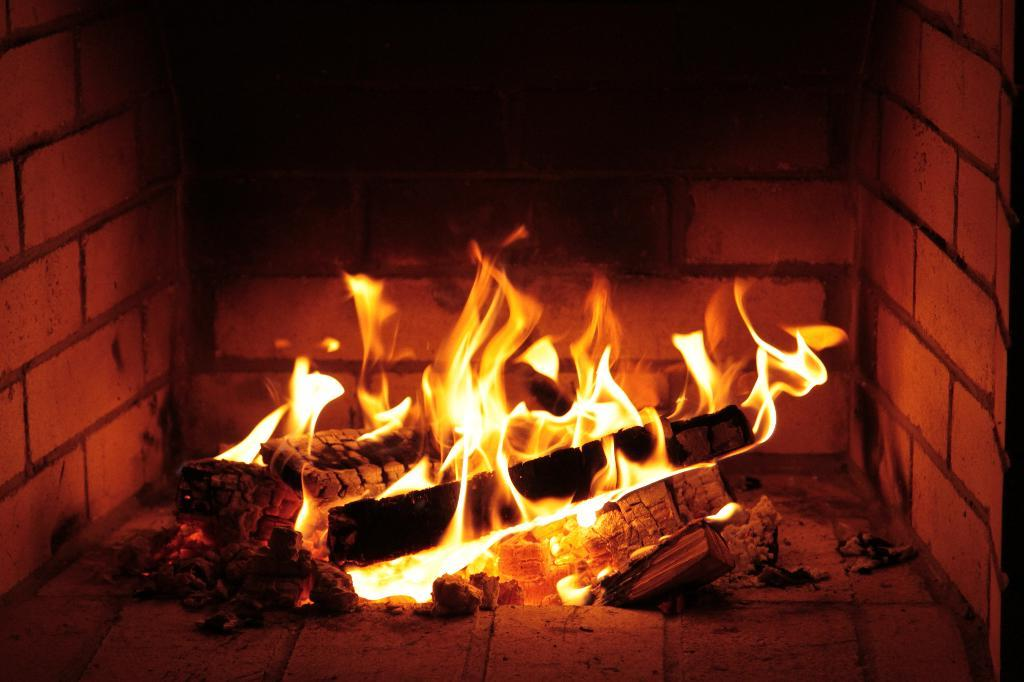Oboi огня v kamine